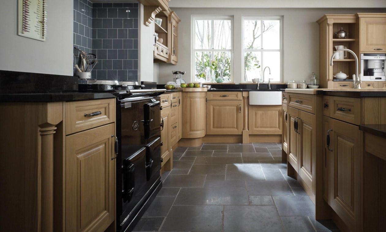 Cornell oak bespoke fitted kitchens wigan kitchen emporium for Oak fitted kitchen