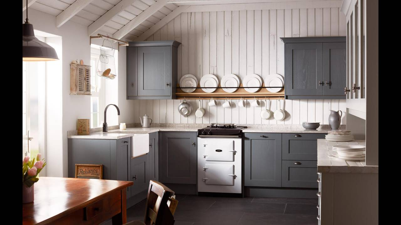 Classic Fitted Kitchens by Kitchen Emporium